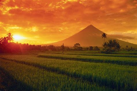Top 10 Tourist Spots in the Philippines | Tourist Spots Finder