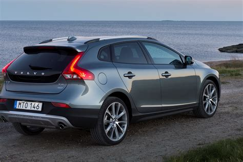 2016 Volvo Updates Announced: New T6 AWD for S60, V60 and