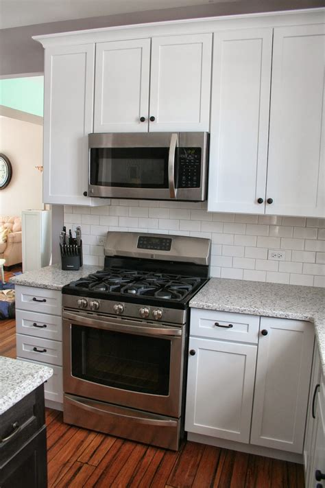 Cabinets: Mesmerizing Cabinet Knob Placement With