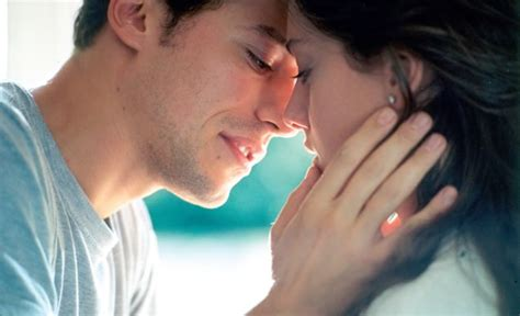 Quiz: How to know if a girl likes you   Does she love me?